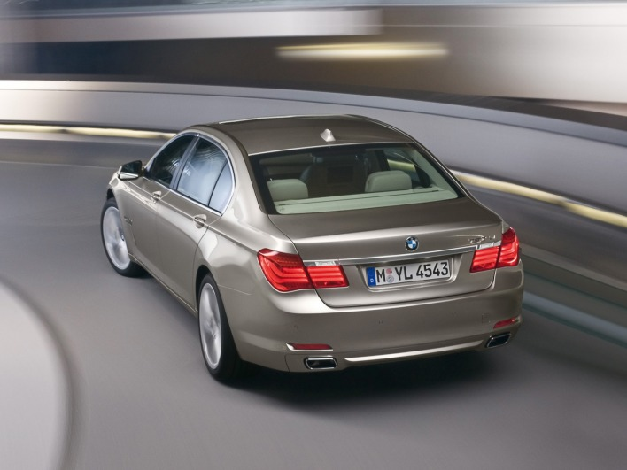 Bmw 7 series 2009 rear speed