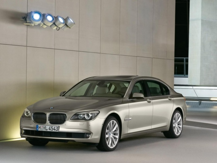 Bmw 7 series 2009 front angle
