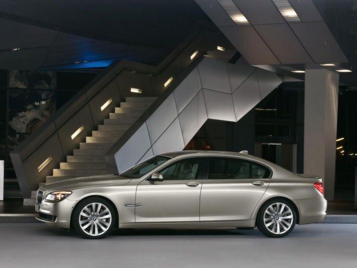 Bmw 7 series 2009 side