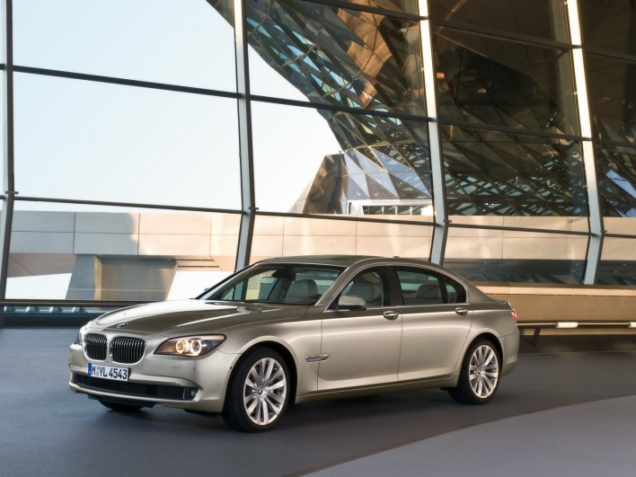 Bmw 7 series 2009 showroom