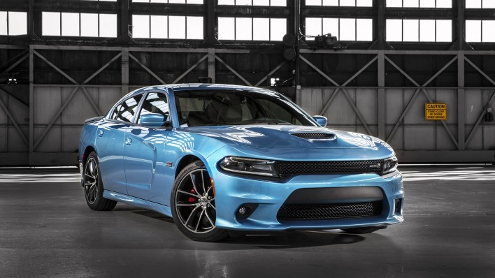 синий автомобиль dodge charger scat pack