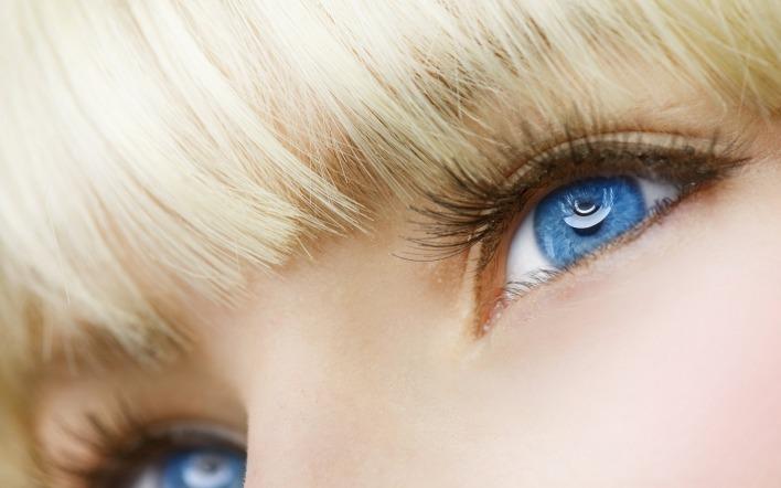 Голубые глаза на аву