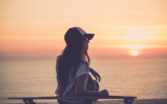 картинки море закат девушка