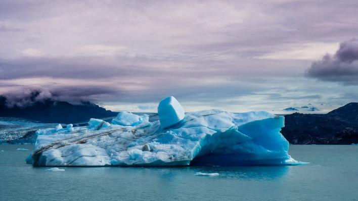 ледяная глыба море небо