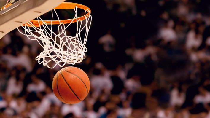 мяч в сетке баскетбол