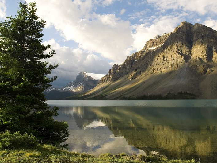 Bow Lake, Banff National Park, Alberta, Canada
