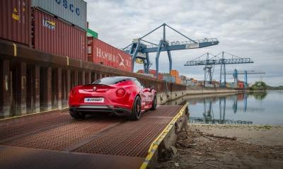красный автомобиль спортивный alfa romeo
