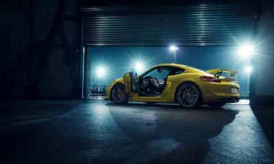 порше гараж желтый