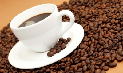 кофейные зерна чашка блюдце