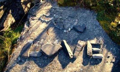 любовь камни надпись