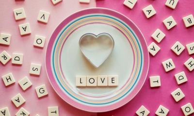 любовь сердце тарелка буквы