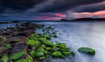 небо камни море